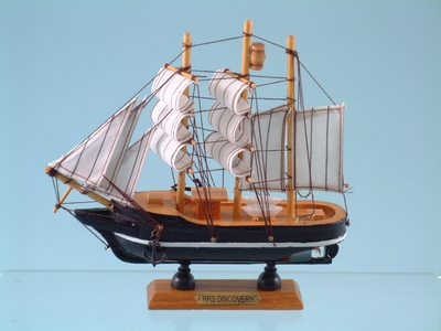 RRS Discovery Model Ship 20cm